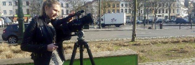 Devant la caméra